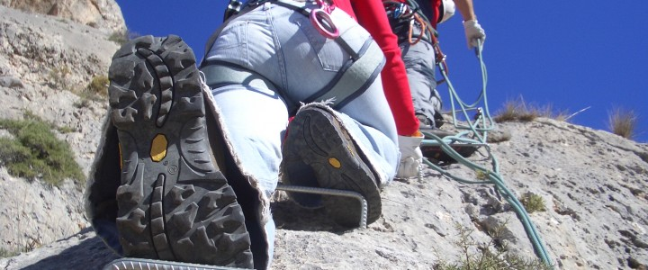 Alquiler de material Via ferrata, escalada, y montaña